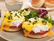 Рецепта Забулени яйца по Бенедиктински с шунка и сос Холандез